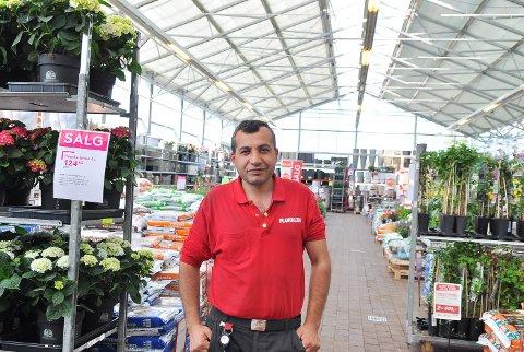 Mensur Rustemi har fast jobb i Plantasjen, og føler seg vel integrert i det norske samfunnet.