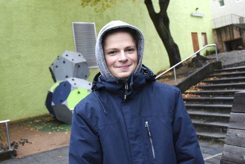 Gladgutt: Jacob Günther pleier å treffe vennene på Carolines plass tre, fire ganger i uka.