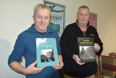 TIL SALGS: Både årsskrift og ny bok om livet under Skarfjellet utgitt av Stangvik historielag er nå til salgs, kan leder Einar Grønnes og forfatter Erling Myrbostad melde.