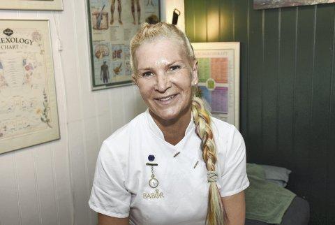Kroppspleier: Kirsten «Titti» Djuvsland hos Cleo Hudpleie har slått seg sammen med «Inga's Hårstudio» og «Edita's Nails & Eyelashes» og flyttet inn i lokaler i Knut Siems gate.