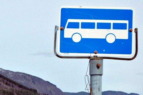 Vegvesenet har gjort vedtak om å sette opp holdeplass-skilt på fem veier i Kristiansund.