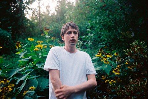 Bandet Benedikt startet som et soloprosjekt med surnadalingen Hans Olav Settem, som blant annet ble kjent som vokalist i ungdomsbandet Batteri, som gjorde det skarpt i blant annet MGPjr.