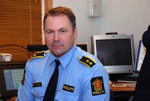 FORBUDT: – Det er ikke lov med høye hekker, konstaterer politiets operasjonsleder Jan Kristian Johnsrud i Vestfold.
