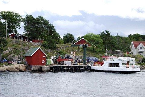FERGE: Det er mulig å oppleve øyer uten biler i Vestfold, for eksempel ved å ta ferga over til Veierland. (Arkivfoto)