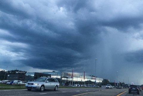 TORDENBYGER: Meteorologisk Institutt melder om regnbyger og tordenvær i helgen.
