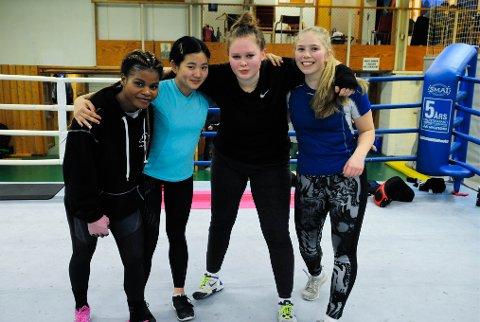 BOKSING: Ahadi Francine Lukungu, Elvira Jeanett Kolsing , Karoline Hermansen og Amalie Andersen er fornøyde etter treningen.