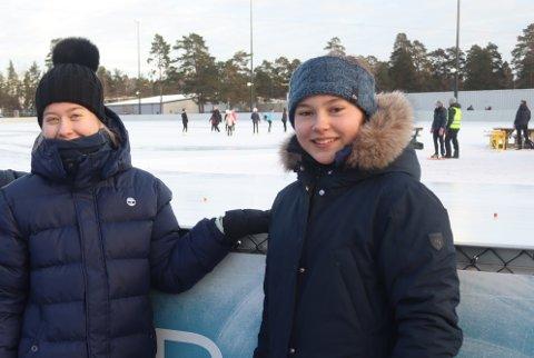 TOK KONTAKT: Ada Darup (til høyre) kontaktet kommunen om å få bruke garderobene på Maier Arena igjen. Til venstre på bildet, Patricia Johannessen.