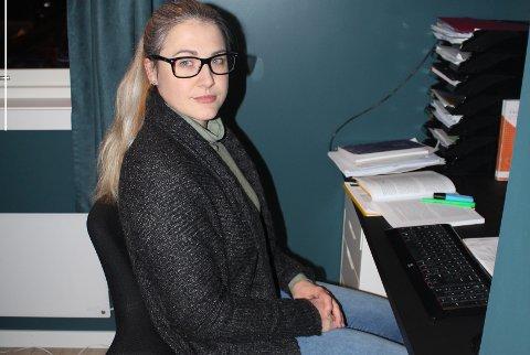 KRITISK: Kristina A. Finnanger har selv barn i privat barnehage, og er opprørt over regjeringens kutt som gjør det enda vanskeligere for private barnehager som allerede sliter med å få endene til å møtes. I Steinkjer har en barnehage allerede meldt at de gir opp på grunn av økonomiske utfordringer.
