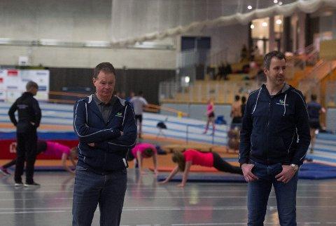FÆRRE SØKERE: Pål Wærum og Stian Ludvigsen konstaterer at færre elever søker seg til idrettsfag i Steinkjer. I Meråker er trenden motsatt, med ny rekord.