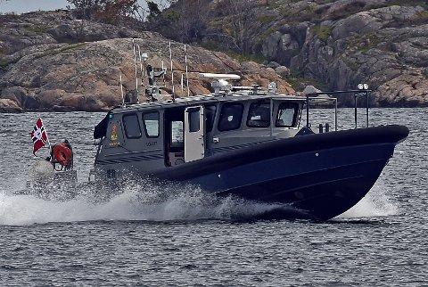 Mannskapet ombord på hurtiggående tollbåten Svinør var blant de mange som var i sving da hasjsmuglerne ble pågrepet på Gjeving i begynnelsen av august.