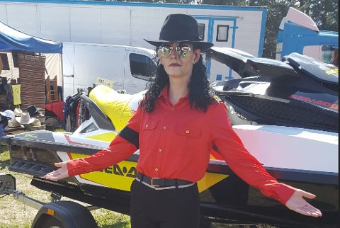 Show: En lokal Michael Jackson-imitator skal avsløre sin identitet under konserten.