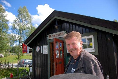 "EN ÆRA OVER: I 29 år drev Nils Dale og familien Beitostølen Camping. Nå ""tar"" Dale omsider pensjonist, og gir stafettpinnen videre til familien Thorbjørnsen."