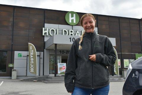 HEKTISK: Kristine Torgersen, daglig leder på Holdbart i Vestby. Her har hun totalt 30 ansatte med esktrahjelper og sommerjobber.