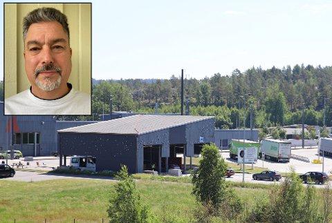 Johan Thörnäs (innfelt) må koronatestes på Svinesund hver eneste uke. Han er en av mange som pendler over grensen fra Sverige til jobb i Østfold.