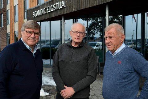 UHYGGELIGE MINNER: Forfatter Jan Erik Kregnes (til venstre), tidligere Åmot-lensmann Per Ravnkleven og tidligere konduktør Jan Anders Arneberg har alle sterke og uhyggelige minner fra Åsta-ulykka. (Foto: Bjørn-Frode Løvlund)