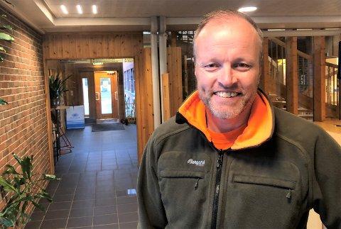 SKAL ANSETTE FLERE: Øystein Kyrre Johansen, seksjonssjef ved nyetablerte Helsedataservice på Tynset, har to kolleger så langt. Nå søkes det etter fire til.