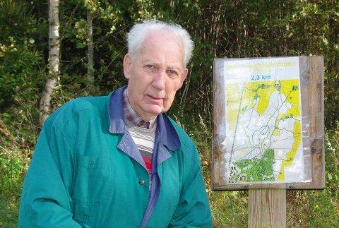 FRILUFTSMANN: Kjell Olsen ved åpningen av to nye turstier i Aschjemskogen i 2010.