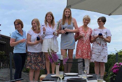 PALLEN: Fra venstre: Mona Halvorsen, Linda Solli, Ragnhild Homme, Tiril Mathisen, Nina Gresvig og Hanne Kraft-Johanssen.