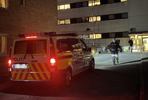 PÅ STEDET: Politiet rykket ut til Lovisenberg torsdag kveld etter melding om en mulig voldsepisode.