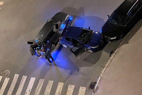 KOLLISJON: Sjåføren forsøkte å løpe fra stedet til fots etter å ha kollidert i en parkert bil på Bjølsen, men ble til slutt pågrepet.