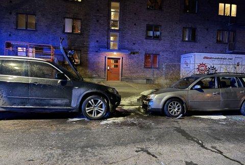 UTBRENTE: Slik så bilene ut etter brannen søndag kveld.