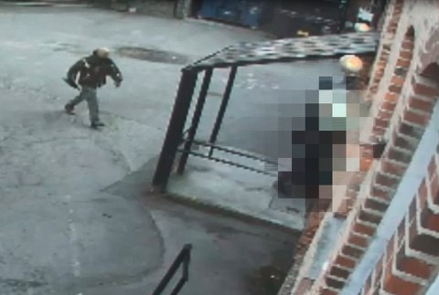 RAN: Tre ranere slo til mot postkontoret fra baksiden på Fyrstikktorget 22. mai.
