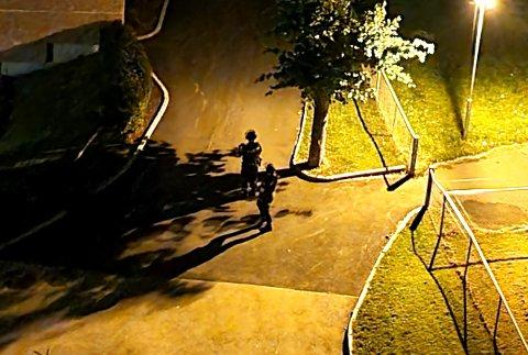 SKYTING: Politiet er på stedet samme natt som skytingen på Trosterud.