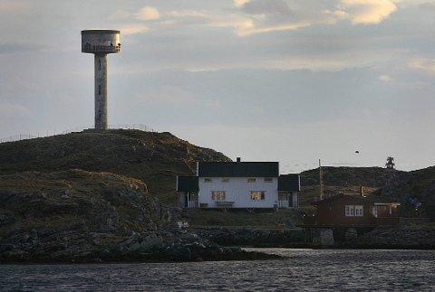 VIL SELGE: Røst kommune planlegger å selge det nedlagte vanntårnet på Lyngvær.