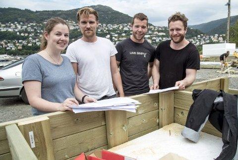 Byggeledelsen: Ingeleiv Midtun, Daniel Rydland, Jim Hoddevik og Espen Egeland er alle studenter ved Bergen Arkitekthøgskole. De er svært takknemlige for støtten fra sponsorer og ikke minst Neptun, der de bygger.