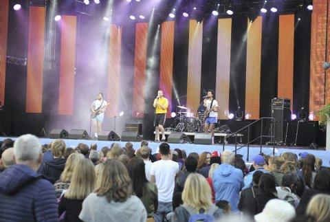 Eggstockvinnerne, Stavangerbandet Tøfl, varmet opp for lørdagens artister. Da slo de sin egen publikumsrekord med over 5000.