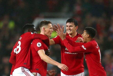 Manchester United-spillerne jubler etter at Scott McTominay (midten) scoret 1-0-målet mot Arsenal på Old Trafford. (AP Photo/Dave Thompson)