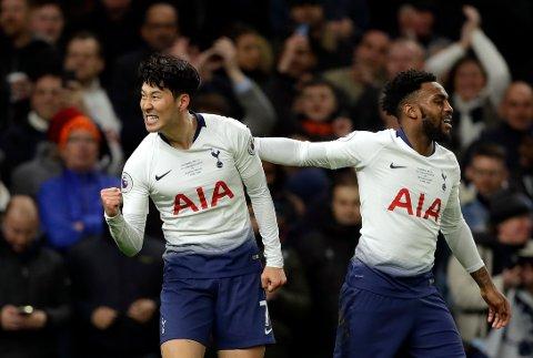 Son Heung-Min og Danny Rose feirer scoringen til Son mot Crystal Palce sist sesong. Lørdag møter Aston Villa i serieåpningen sin i Premir League. (AP Photo/Kirsty Wigglesworth)