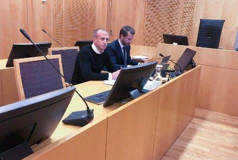 Gunnar Greve og hans advokat, Håkon Berge, i rettssal 396 i Oslo Tingrett i forrige uke.