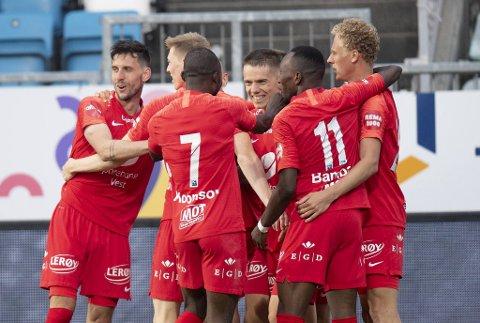 Fotballpreik lot seg imponere av flere av de nye i onsdagens seier over Haugesund. Her feires Robert Taylors 1-0-mål, med matchvinner Daniel Pedersen til høyre.