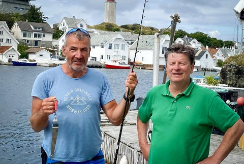 Ivrige: Finn Hoff og Jan Fuglestad dro rett ut igjen for å fiske etter den spesielle fangsten.