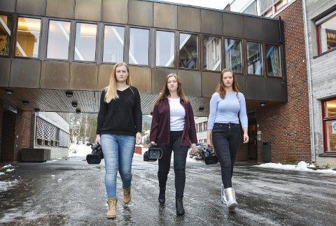 DEMONSTRASJON: Ingvild Bekkeseth, Anne Line Fjeldstad og Heidrun Pålrud på Medier og kommunikasjon ved Rosthaug i Åmot vil være med og vise sin motstand mot fylkesrådmannens forslag utenfor fylkeshuset i Drammen i desember.