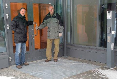 Legevakt: – Innbyggerne i Øvre Eiker er best tjent med lokal døgnbetjent legevakt, og det kan ikke være slik at døren ved de nye legevaktlokalene her ved Eikertun skal være stengt om natten, sier Jørgen Firing (Ap) og leder av eldrerådet Steinar Karlsen.