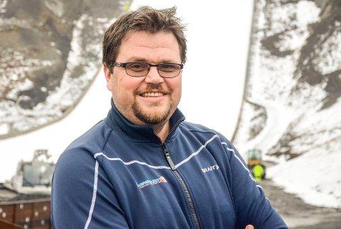 GLEDER SEG: Skiflygingspresident Stig Hamstad ser fram til at Vikersund blir en del av den norske hoppuka kommende vinter.