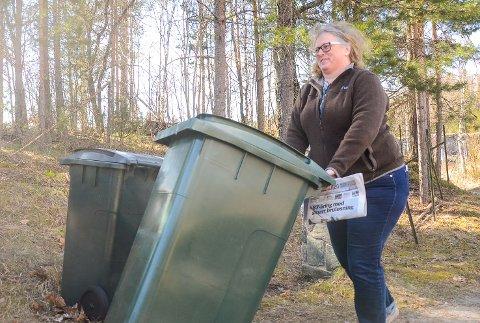 HENTE SELV?: Anita Skretteberg frykter både papir- andre søppeldunker må hentes privat om Drammen får med seg for mange naboer inn i en ny storkommune. – RfD vil være det første interkommunale samarbeidet som ryker, mener Skretteberg.