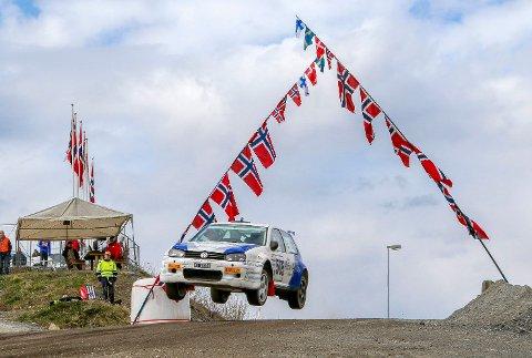 VANT TIL SLUTT: Etter en tredjeplass på lørdag ble det seier for Tom Kristian Lien på søndag. Hokksund-føreren kjører i utgangspunktet rally, men måtte vise seg fram på hjemmebane.