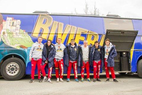 RIVERAEN: Noen av guttene på en av Rosthaugs to russebusser.