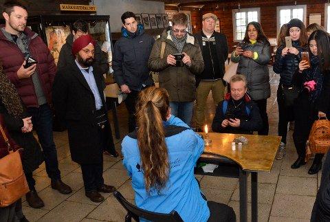 Fulgte godt med: 25 internasjonale turoperatører var fredag på tur til Koboltgruvene for å vurdere om de skal tilby sine kunder turer til Blaafarveværket i Modum.