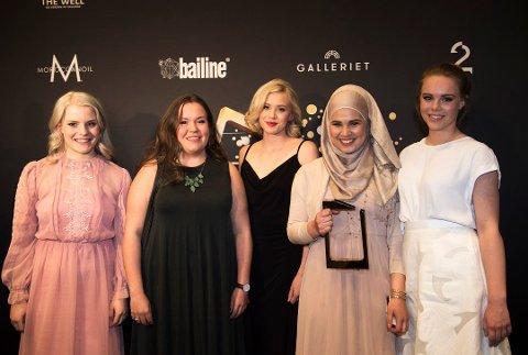 TIL SKAVLAN: Noora, spilt av Frida Josefine Pettersen (nimmer tre fra venstre) skal delta i talkshowet Skavlan på fredag.