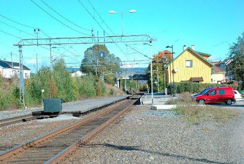 Her blir det liv: NRK har lagt inn en stopp på Vestfossen stasjon når de til sommeren skal kjøre landet rundt med tog for å lage sommerunderholdning.