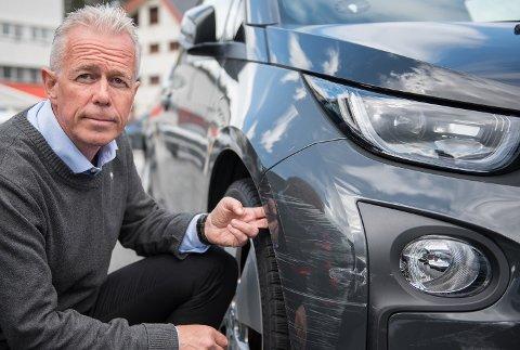 Arne Voll, kommunikasjonssjef i Gjensidige, ber folk være ekstra på vakt på Black Friday. På denne handledagen oppstår det mange bulkeskader på parkeringen.