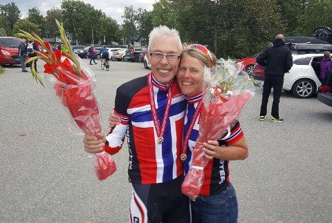 Glade Norgesmestere: Arne Raaen og Hanne Tuft, kunne søndag fornøyd konstatere at de var blitt Norgesmestre i landeveis-sykling i Bodø.