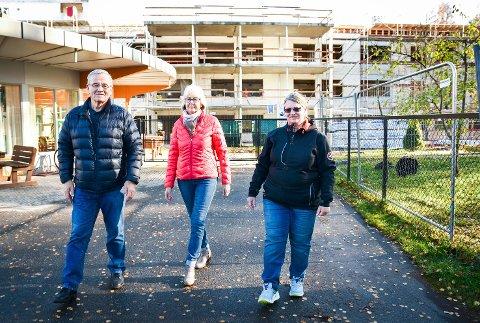 NEKTER: Lise Wold Kleven (t.h.) og de andre pårørende til de 16 beboerne i Furulund Bofellesskap nekter å inngå flytteavtale med Modum kommune.