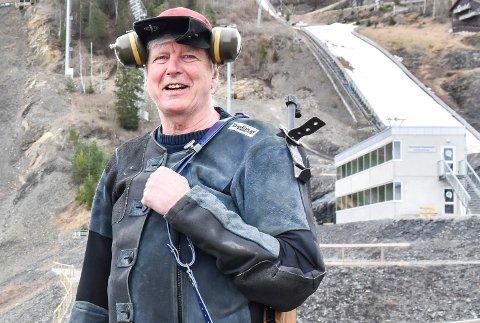 VÅPENKJENNER: Steinar Berget er leder i Nordre Modum skytterlag, og sitter inne med store kunnskaper om våpen.