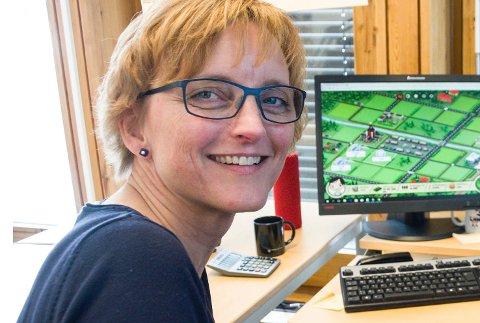 AKTIV ROLLE: Rådmann Aud Norunn Strand sier at Modum skal ha en aktiv rolle for å sikre utbygging av fibernett i hele kommunen.