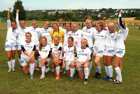 FLERE KAMPER: Modum FKs J16 jubler for plass i A-sluttspillet i Norway Cup.